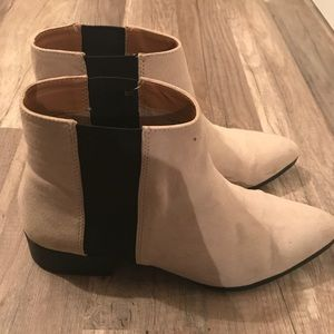 H&M Pointed Toe Chelsea Boots